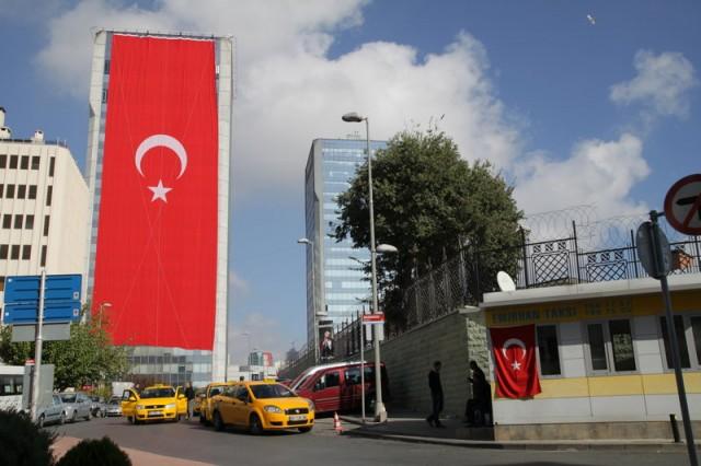 Drapeaux turcs dans le quartier de Dikilitaş, 26 octobre 2012