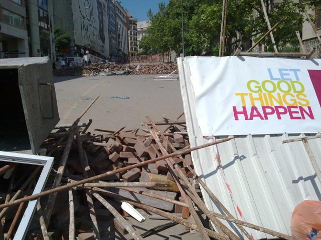 La première barricade, sur l'avenue İnönü